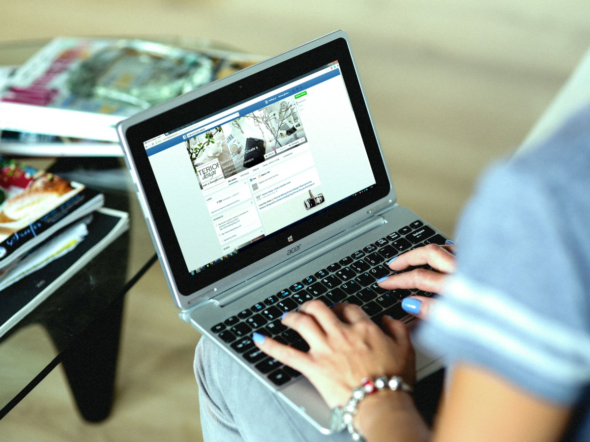 facebook_limita_grupos_politicos